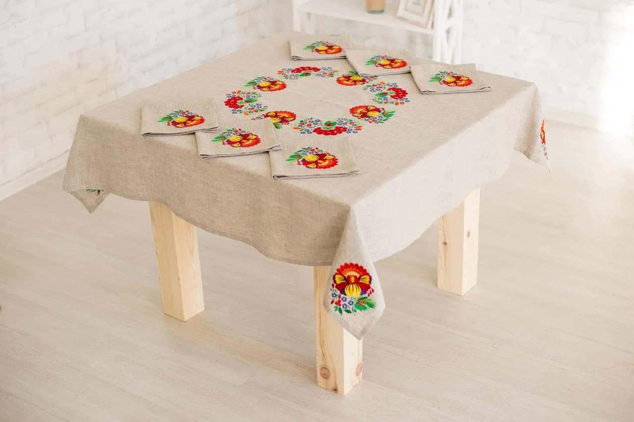 накрити стіл скатертиною