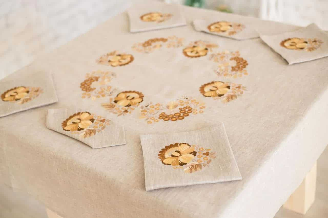 tablecloth with poppies