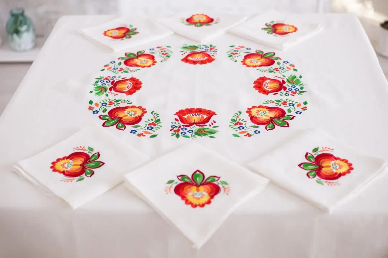 edge of tablecloth