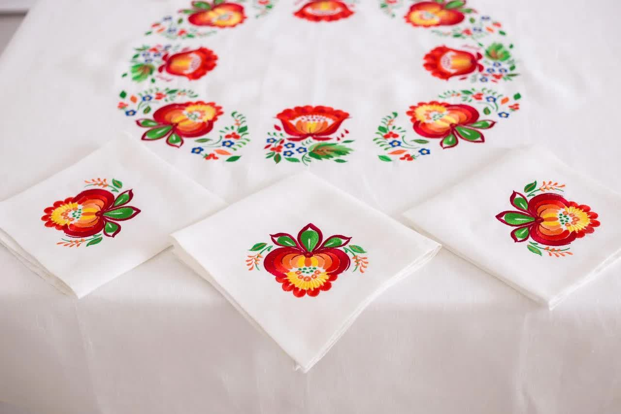 cover the table with a tablecloth