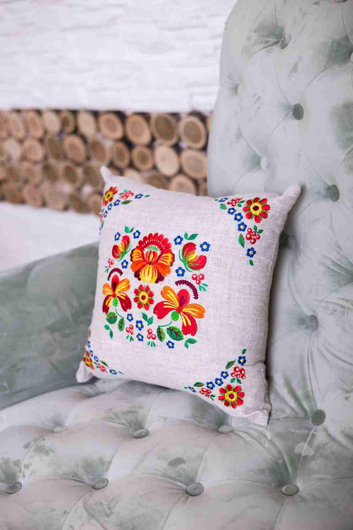подушка с вышивкой для детей