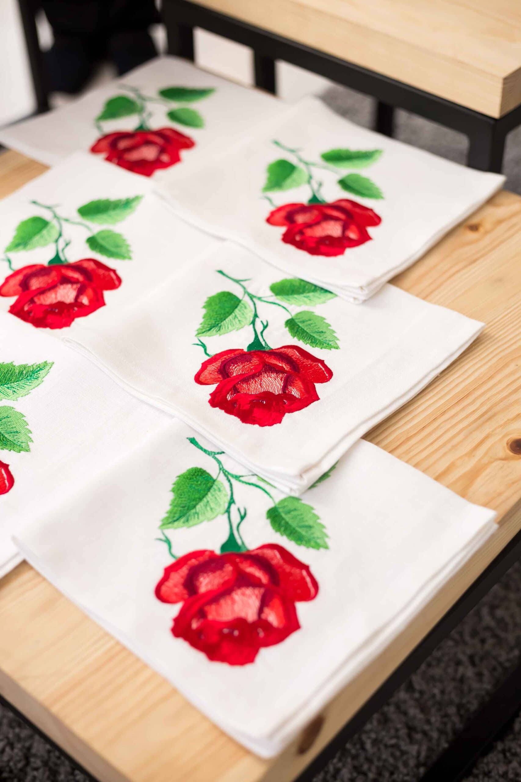 napkin with roses