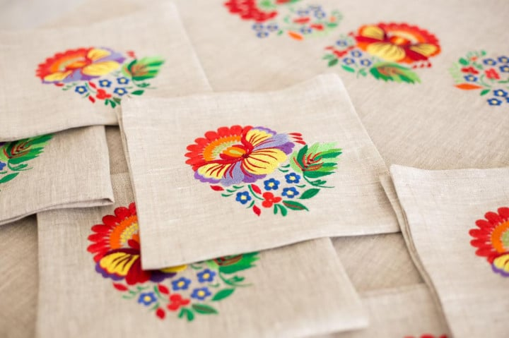 table setting napkins for cutlery