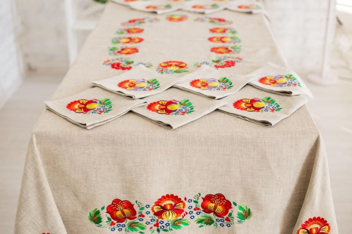 napkins to decorate the table