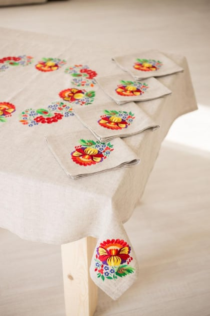 table setting linen tablecloth