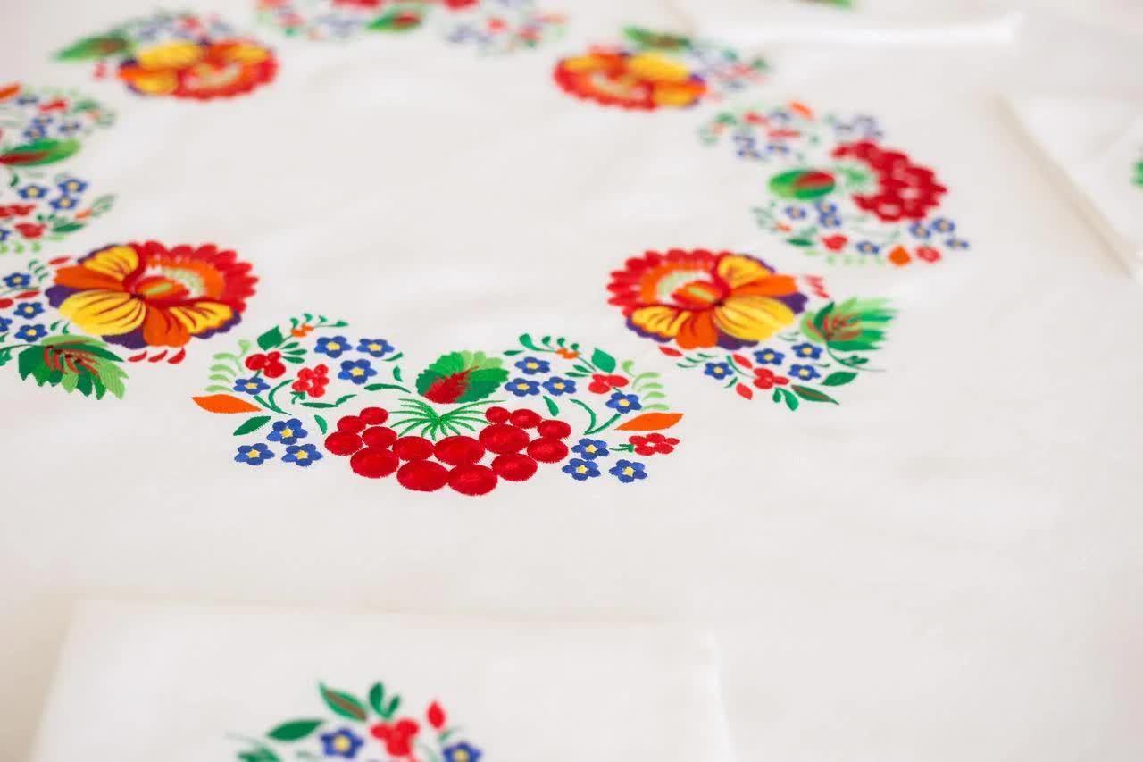 tablecloth in the interior of the kitchen