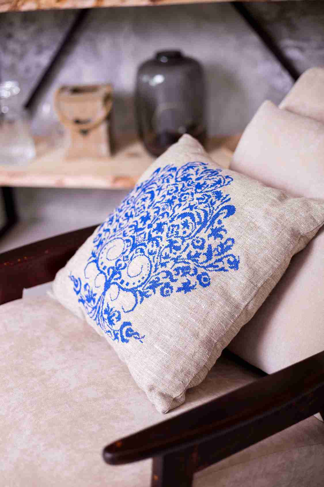 подушки с вышивкой крестиком