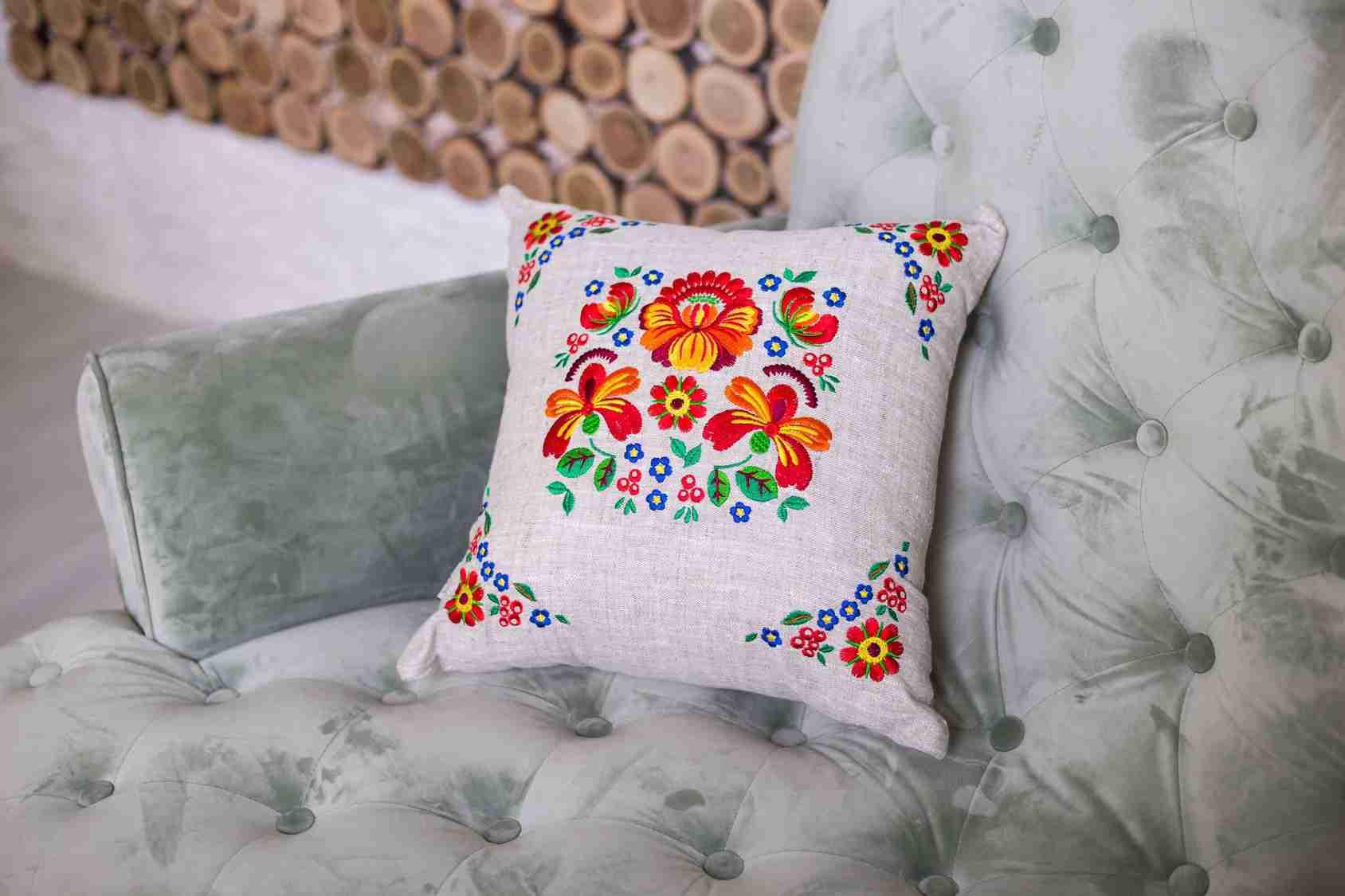 подушка с вышивкой для мальчика