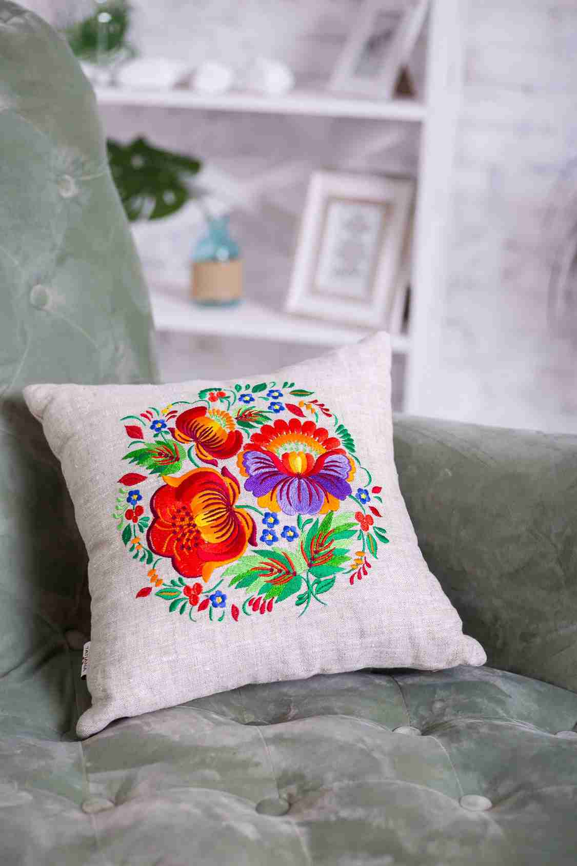 декоративные подушки с вышивкой