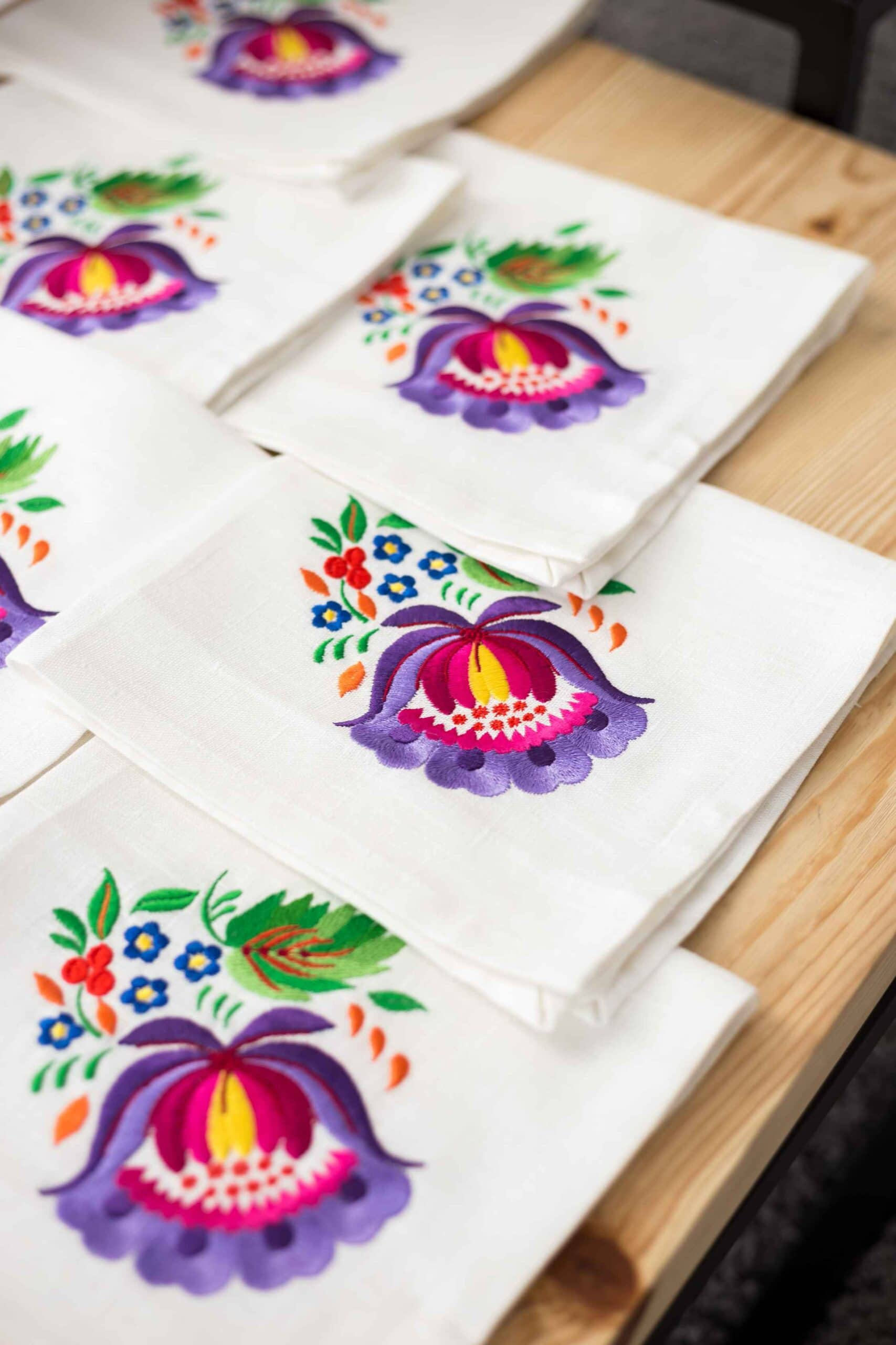 Napkins with embroidery petrikovka