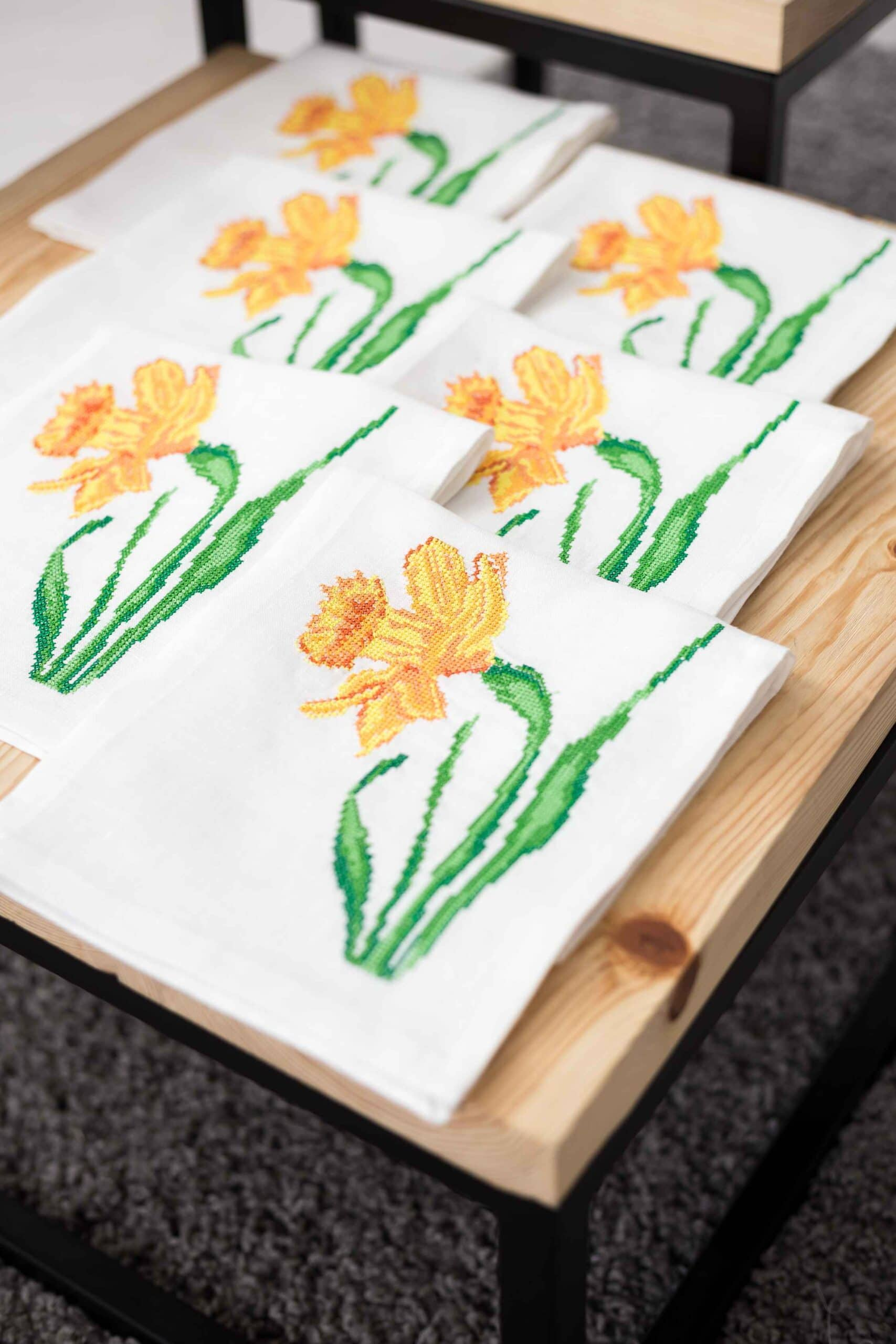 napkins with embroidery wildflowers
