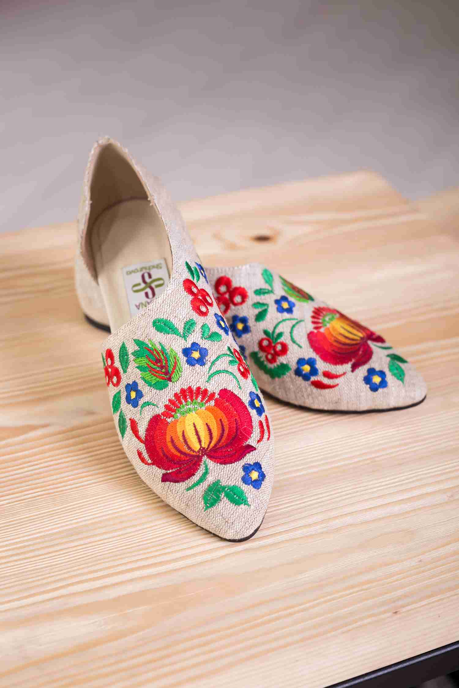 floral embroidery shoes