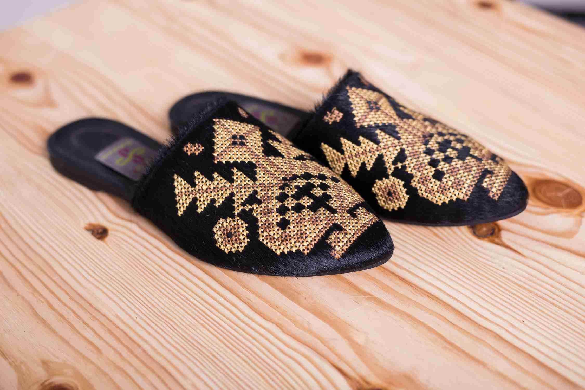 Взуття з вишивкою купити