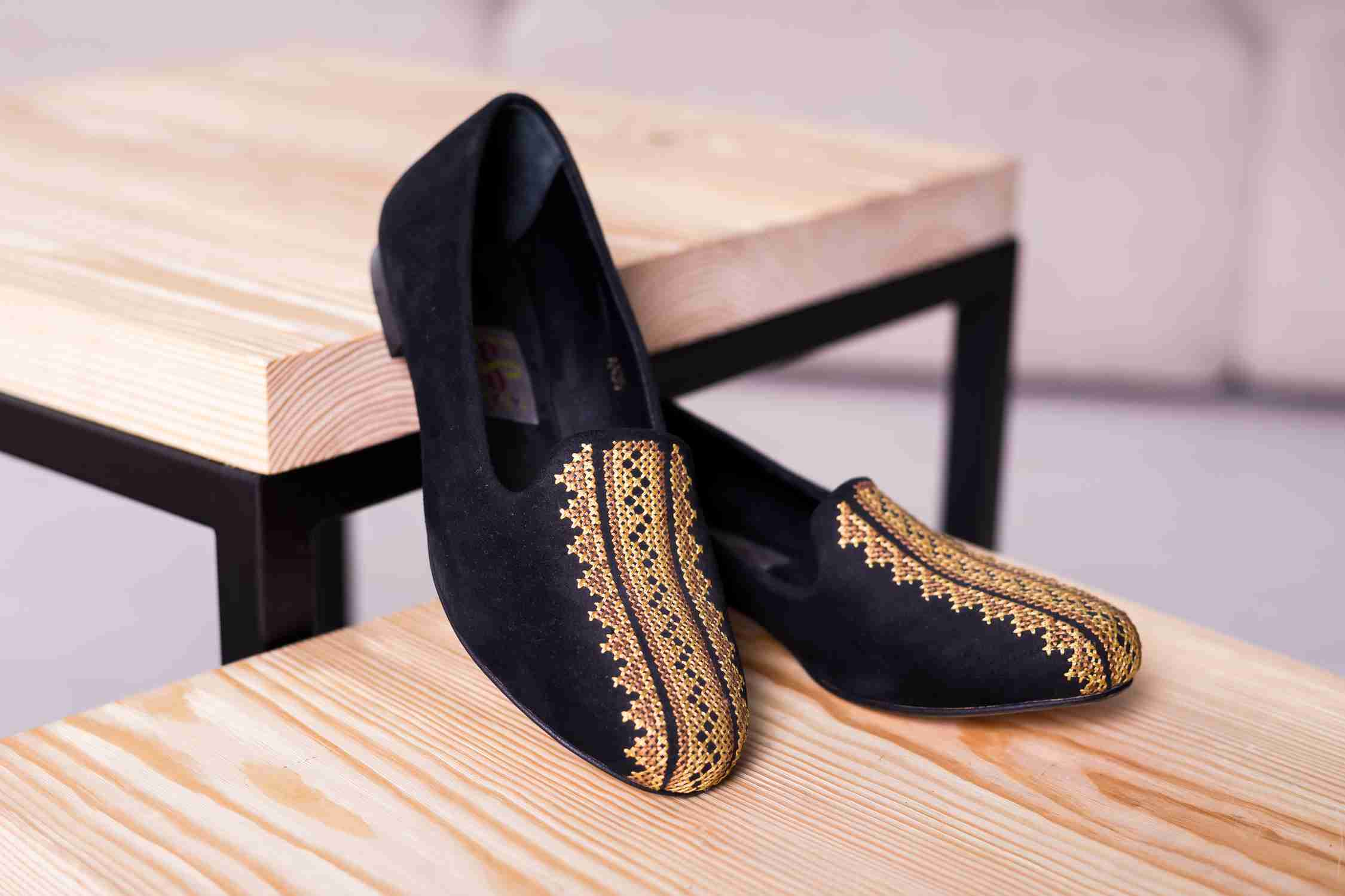 Women's shoes with embroidery