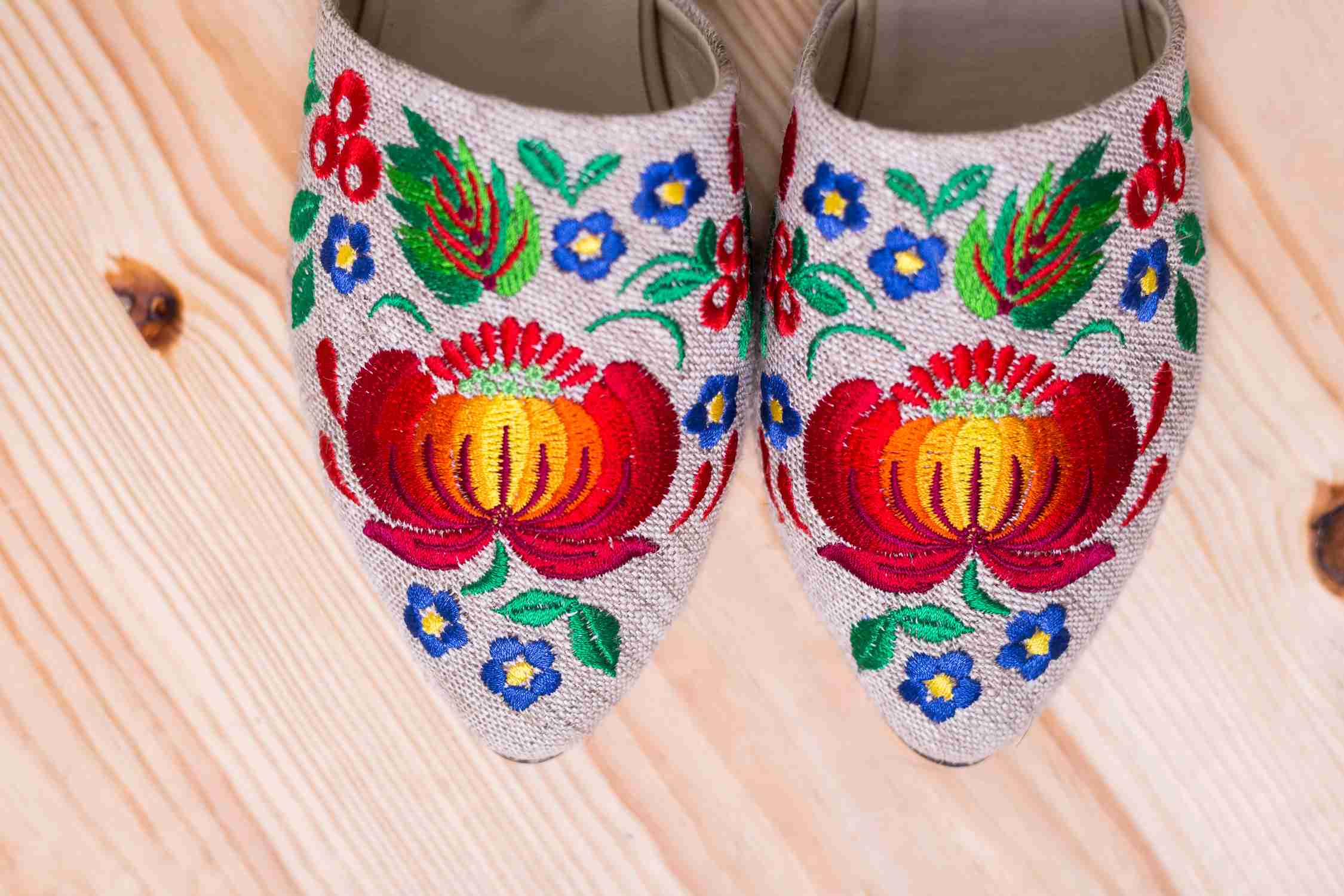 embroidered white shoes