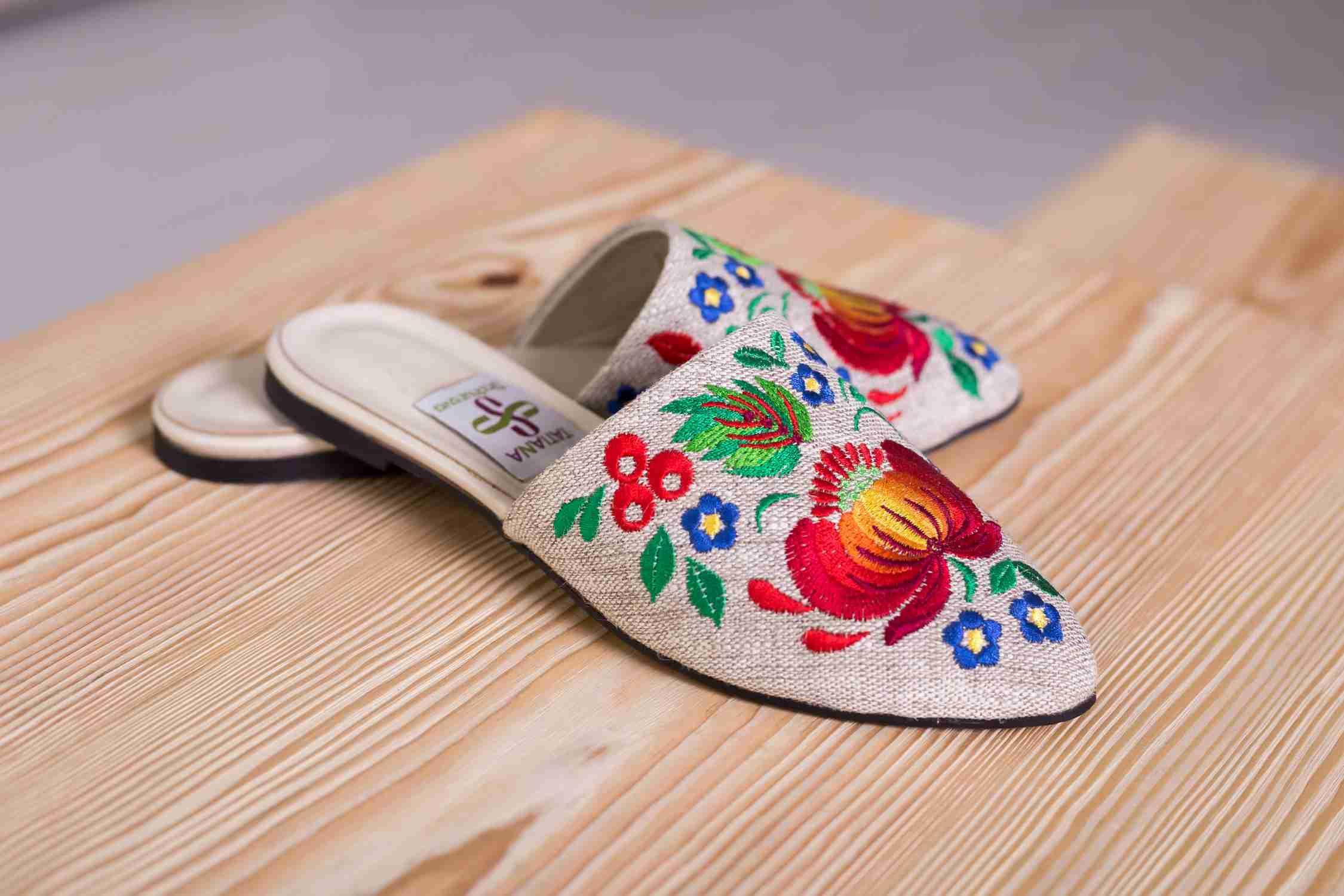 взуття з вишивкою 2019