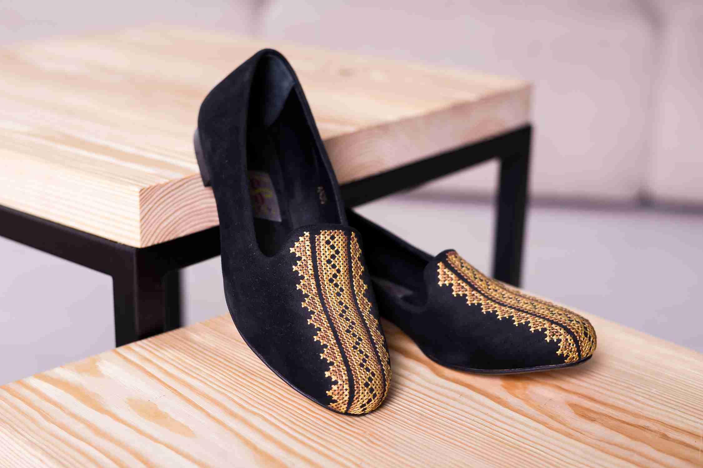 Женские туфли с вышивкой