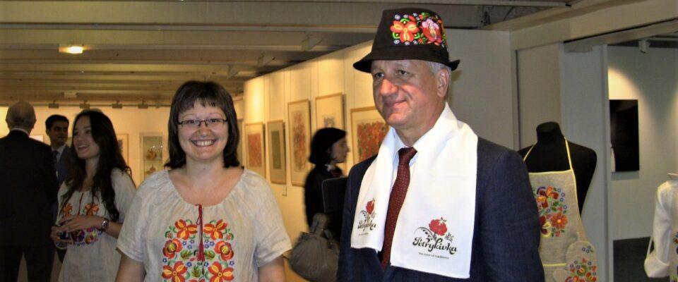 Щурова с Куличенко в Париже в ЮНЕСКО